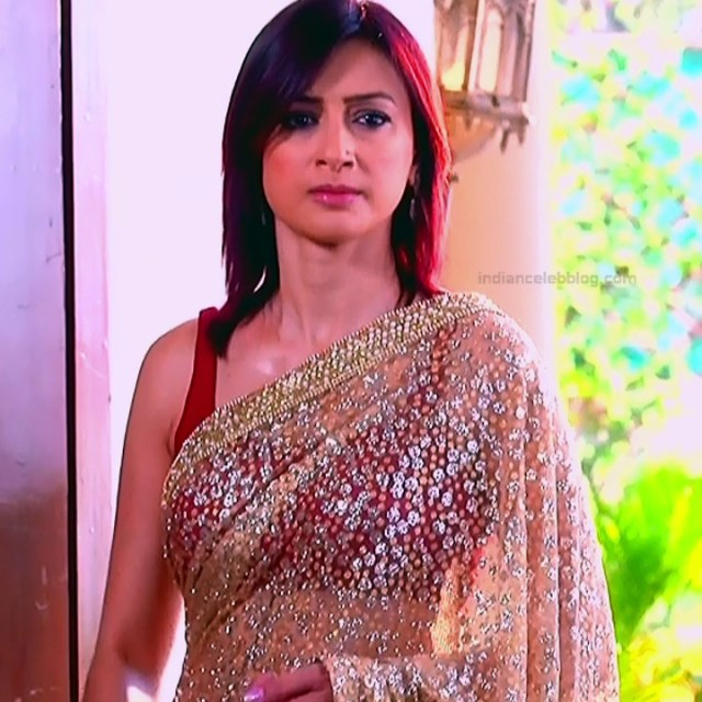 Gauri Pradhan Hindi TV actress TuAS9 Hot backless sari pics