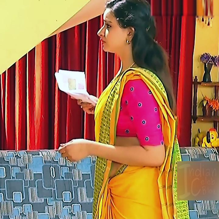 Divya Tamil serial actress Sumangali S313 hot saree photos