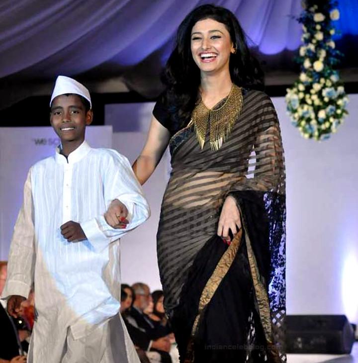 Ragini Khanna Hindi TV Actress CelebTS1 23 hot Saree photos