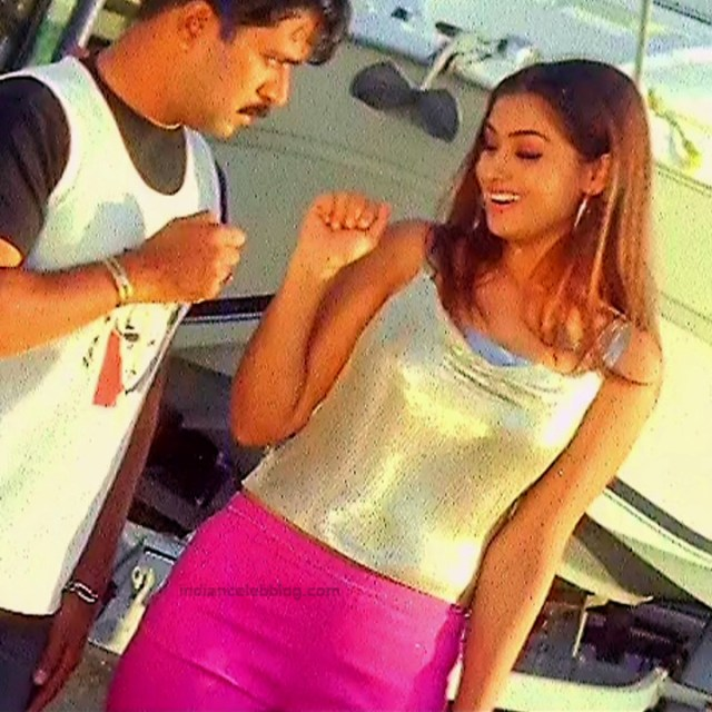 Simran Arjun Ezhumalai Tamil movie Stills S1 2 hot photo