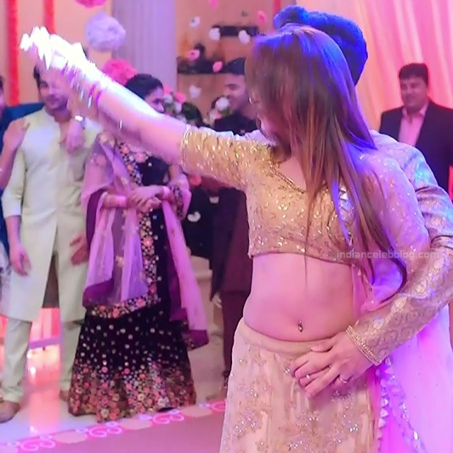 Mahira sharma Hindi tv actress Naagin 3S1 8 hot lehenga photo