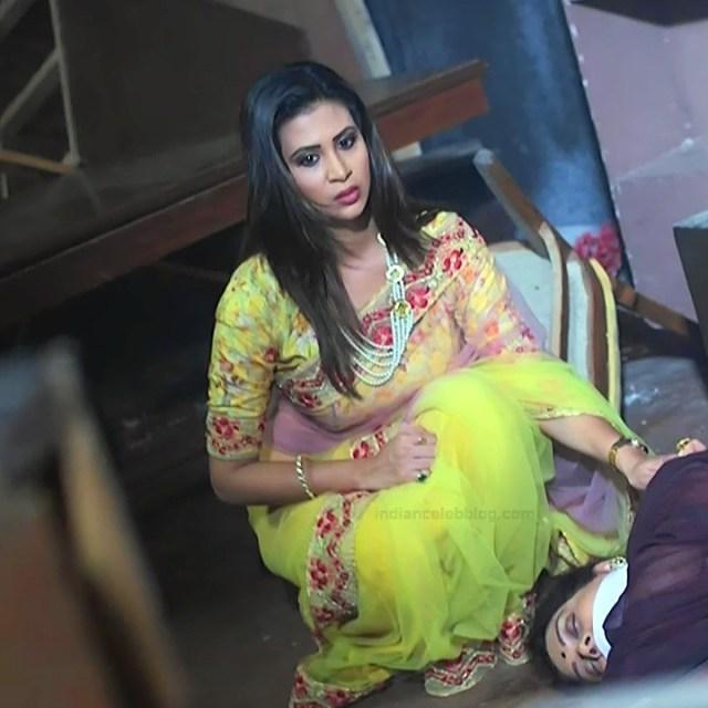 Parineeta borthakur hindi tv actress Bepannah S1 10 hot saree caps