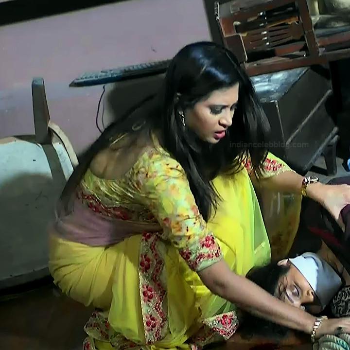 Parineeta borthakur hindi tv actress Bepannah S1 9 hot saree photo