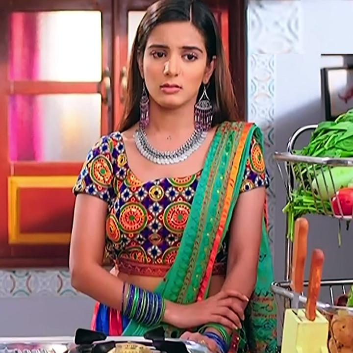 Nikki sharma hindi serial actress Roop MKNSS2 8 lehenga caps