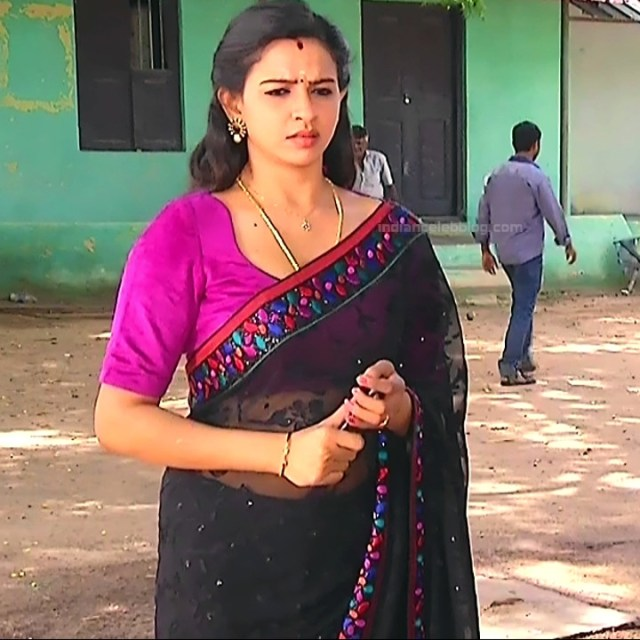 Divya ganesh tamil serial actress sumangali S4 3 hot saree photo