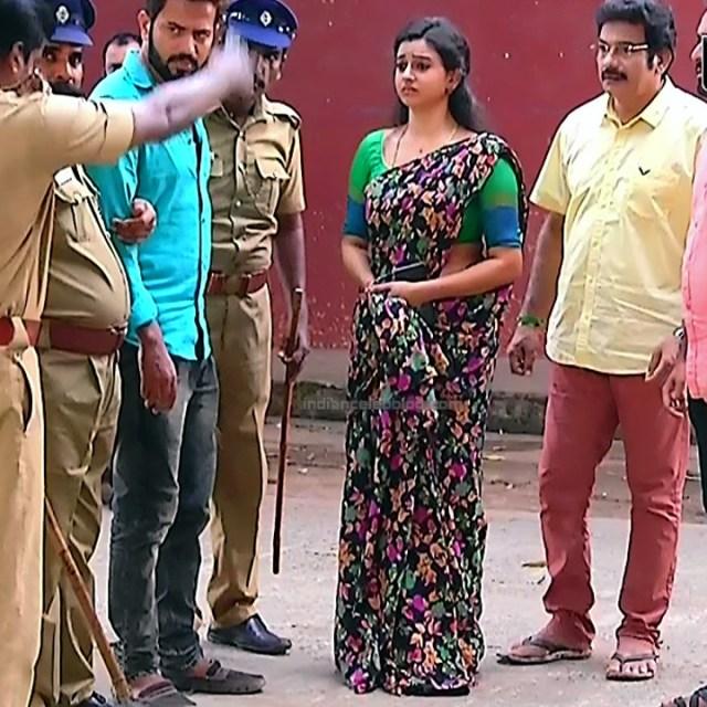 Divya ganesh tamil serial actress sumangali S4 6 saree caps