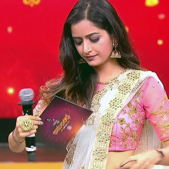 Ashika ranganath Kannada film actress EventsS1 7 Saree photo