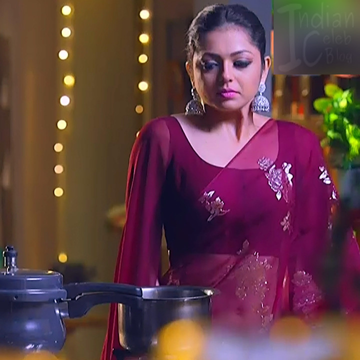 Drashti Dhami Hot Sleeveless Saree Tv Caps From Silsila -8134