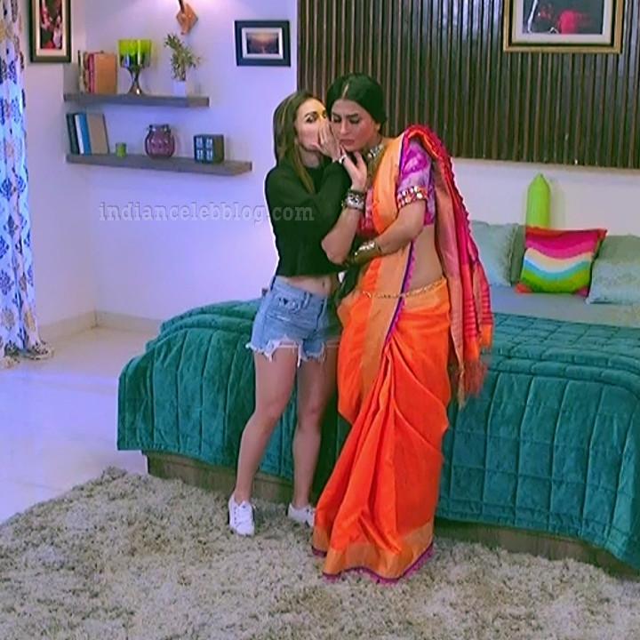 Heli daruwala hindi tv actress Naagin 3S1 14 shorts photo