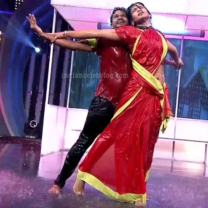 Bhavana Telugu TV anchor rangasthalam dance S1 2 hot pic