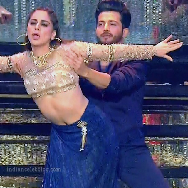 Shraddha arya zee rishtey awards hot dance s1 17 pics_phatch