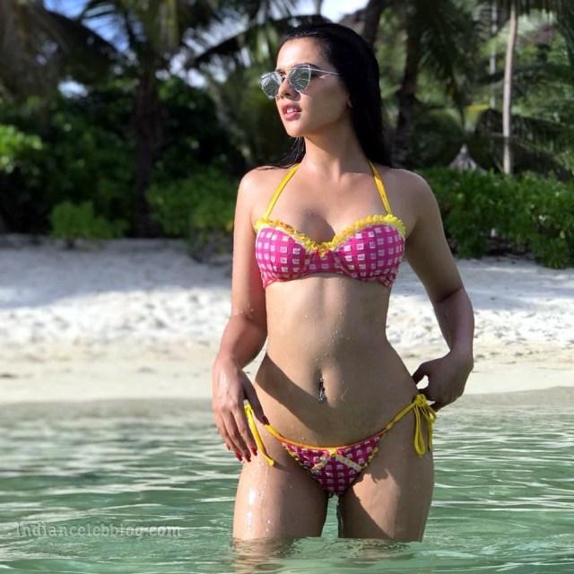 Ruhi singh CT S1 1 hot bikini photo