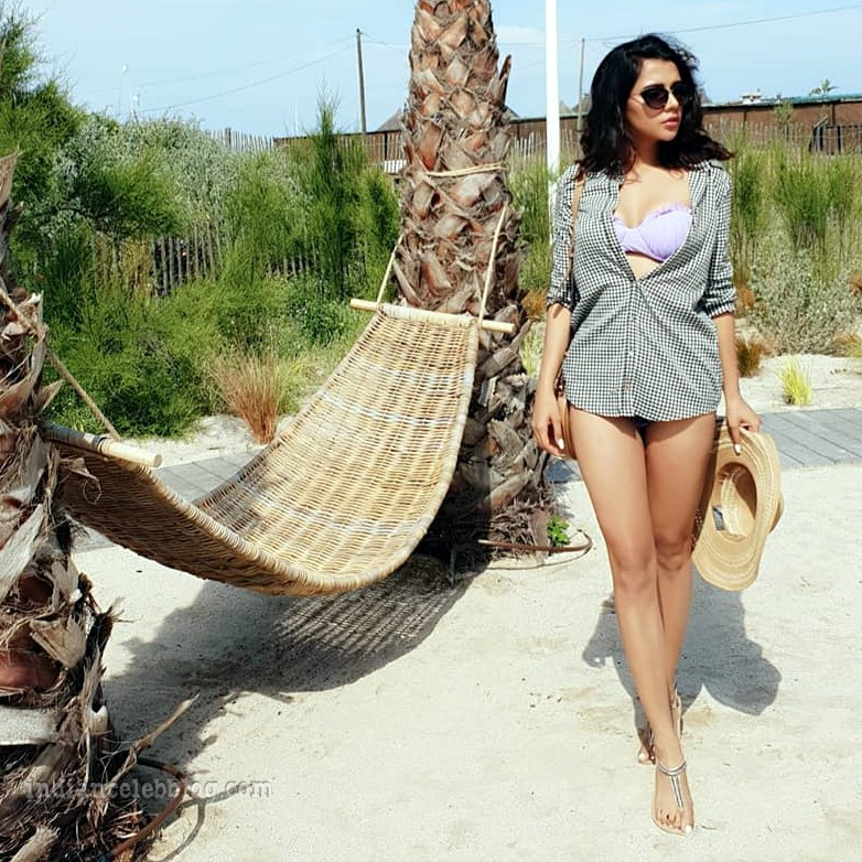 Ruhi singh CT S1 10 hot bikini photo