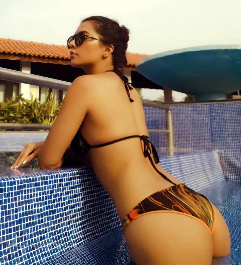 Ruhi singh CT S1 5 hot bikini photo