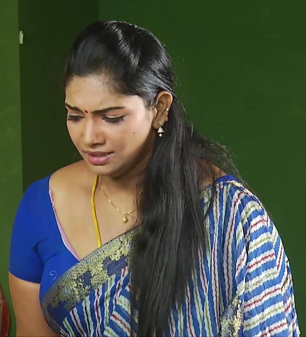 Tamil TV Actress Keerthika Navel show in Saree