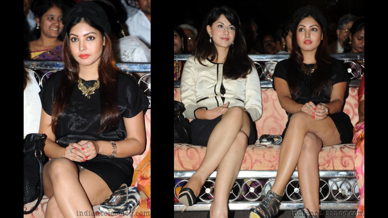 Komal Jha actress telugu event upskirt legs show pics