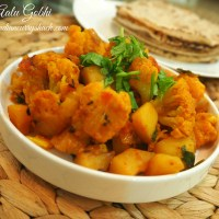 Aalu Gobhi (Spiced Potato and Cauliflower)