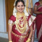 traditional-bridal-costume-of-kerala-bride-in-mallu-marriage-pics