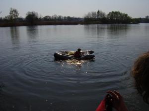 """Velikonoční Robinsonáda 2009 - nácvik """"převržený raft"""""""