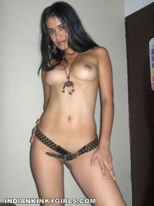 Sexy-Pakistani-Girl-Topless-Shows-Her-Tits