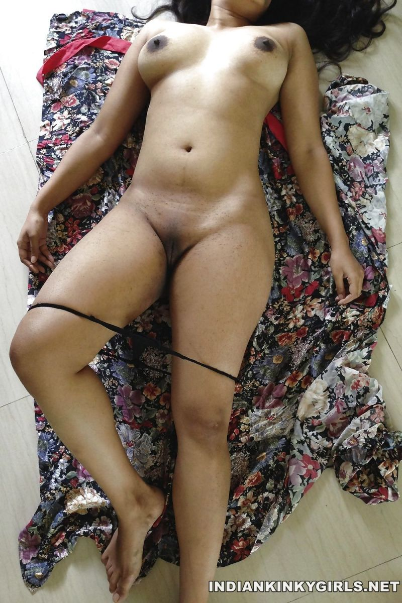 Indian Nude Bhabhi Posing Big Ass Images -4211