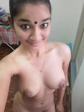 Pretty College Teen Showing Sexy Mamme In Nude Selfies