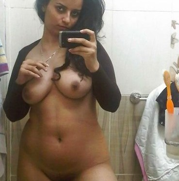Desi Whore Bhabhi Nude Selfies Showing Mamme And Ass Hot
