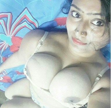 Beautiful Indian Girlfriend Exposing Hairy Pussy And Round Boobs