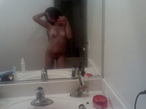 Awesome Nude Bathroom Selfies Of Mumbai College Girl Leaked
