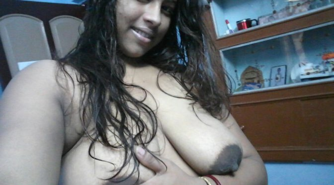 Sexy Indian wife Topless Selfies Showing Sexy Boobs