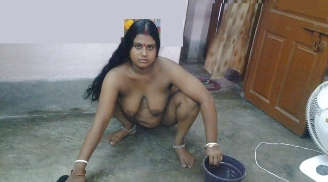 Kaamwali Bai Nude Cleaning House Owner Click Photos