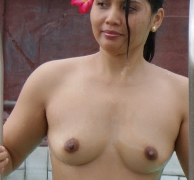 Indian Nudist Wife Swimming Naked Posing Tits and Ass