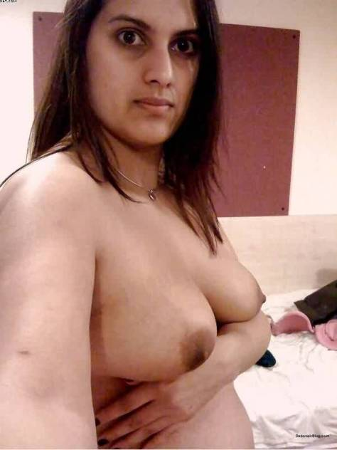 beautiful indian desi wife taking nude selfies on trip 002