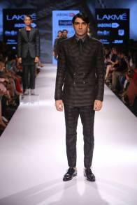 10_IMM_Indian_Male_Models_Bugatti