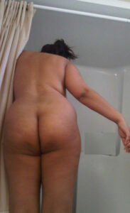 bhabhi is showing that beautiful booty