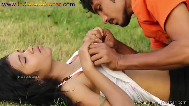 बॉयफ्रेंड गर्लफ्रेंड के बोबे दबाते हुए और गार्डन में सेक्स करते हुए फोटो Indian Sex Scandals (1)