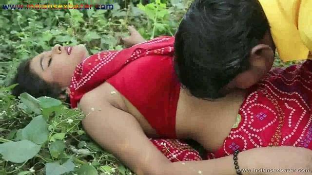 Outdoor Romance Nude Photo मलमल के बिस्तर पर चोदने लायक माल को जंगल मे ले जाके चोदते ह चूतिये (28)