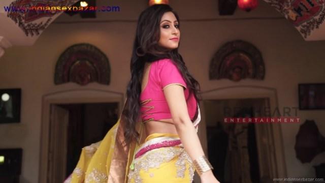 इंडियन रंडी साड़ी ब्लाउज में मोटे मोटे बोबे दीखते हुए Indian Randi In Yellow Saree Xxx (4)