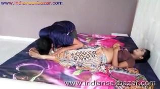 ब्लू ब्रा वाली गर्लफ्रेंड बेडरूम में नंगी होकर चुदवाते हुए फोटो Indian Sex Scandals (1)