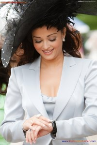 Naked Photo And Video Aishwarya Rai Real Big Milky Boobs Showing From Clothes (1)