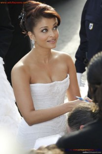 Naked Photo And Video Aishwarya Rai Real Big Milky Boobs Showing From Clothes (14)