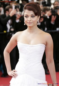 Naked Photo And Video Aishwarya Rai Real Big Milky Boobs Showing From Clothes (21)