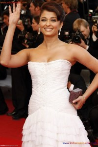 Naked Photo And Video Aishwarya Rai Real Big Milky Boobs Showing From Clothes (22)