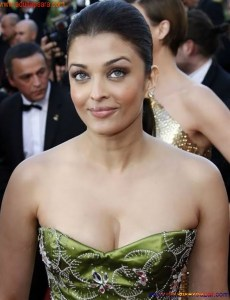 Naked Photo And Video Aishwarya Rai Real Big Milky Boobs Showing From Clothes (27)