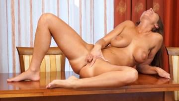 Russian Milf Pussy Fingering Hd Porn Curvy Russia Beauty