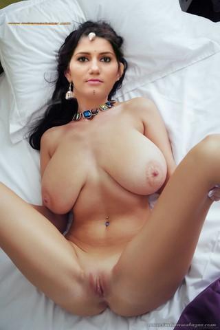 Indian Porn Desi Haryanvi Dancer Naked Sapna Choudhary Showing Big Milky And Juicy Boobs (1)