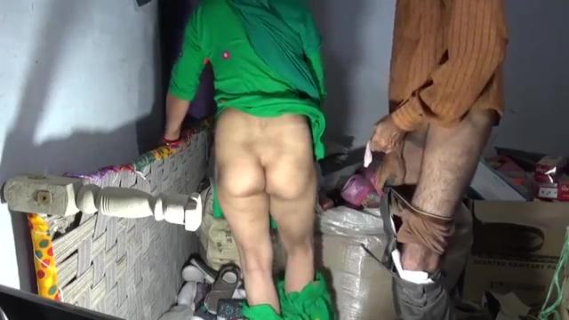 ग्राहक ने घोड़ी बनाकर सेठानी की गांड मारी चूड़ियों के गोदाम में इंडियन हिन्दी पोर्न विडियो 9