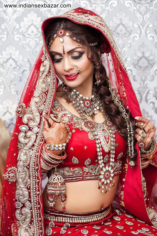 Half Nude Newly Married Indian Bride XXX HD Porn Pic Collection 17
