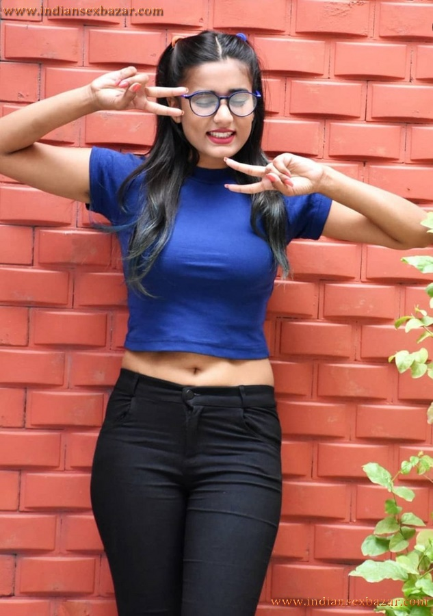 Hot And Sexy Pics Of Indian Tik Tok Girl Garima Chaurasia Nice Big Boobs And Big Ass 5
