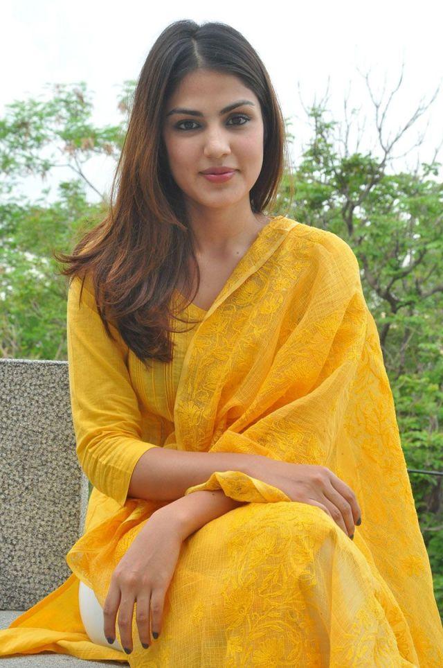 Actress Ria Chakravarthi Nude Photos Nangi Chut Chudai Ki Porn Pic 2